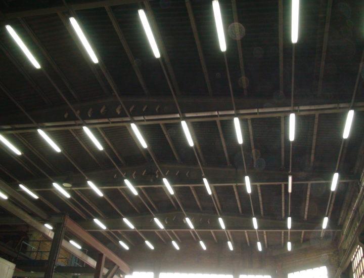 Instal·lació il·luminació industrial