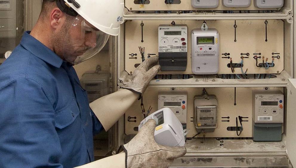 Industria posa en funcionament la tarifa de la llum per hores